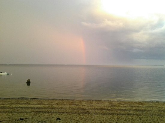 Surfside Hotel & Suites : Beach -Rainbow after a storm