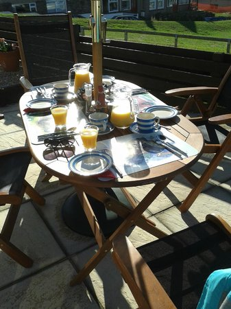 The Pot and Barrel: Summer Breakfast on the patio