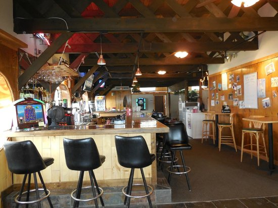Mackinaw's Bar and Grill: Interior view