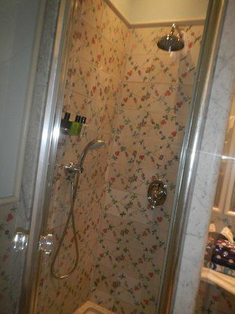 L'Albergo della Regina Isabella: shower