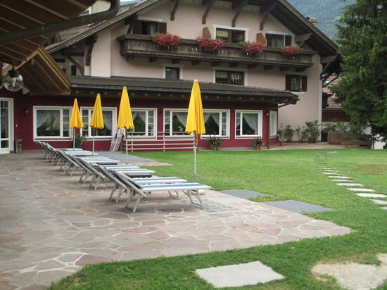 Hotel Leitgamhof: giardino fronte piscina interna