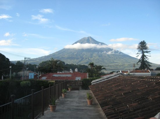 Chez Daniel: Volcan Agua, as seen from top balcony