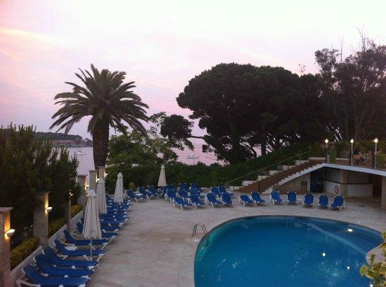 ILUNION Caleta Park : Вид на бассейн и море
