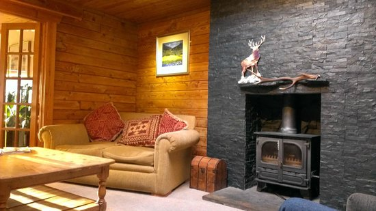 Old Pines Hotel and Restaurant: Comfy Lounge area