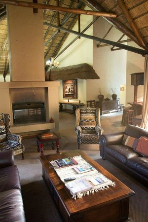 Mpongo Private Game Reserve: Hotel Lounge