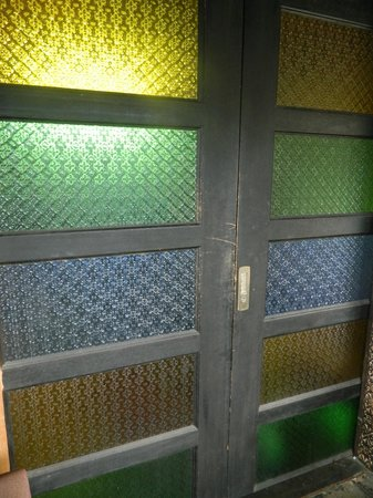 My Village Barok: stainglass sliding door