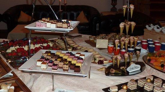Sport Vital Hotel Central : Un aperçu du buffet de desserts