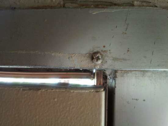 Knights Inn San Antonio Near AT&T Center: Mold around the door. Gap in the door.