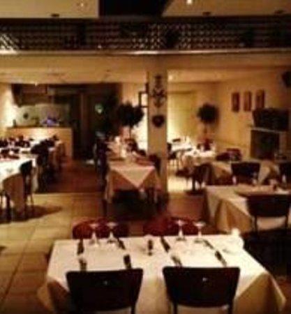 Green Olive Meze Bar & Restaurant: Inside Green Olive Windsor
