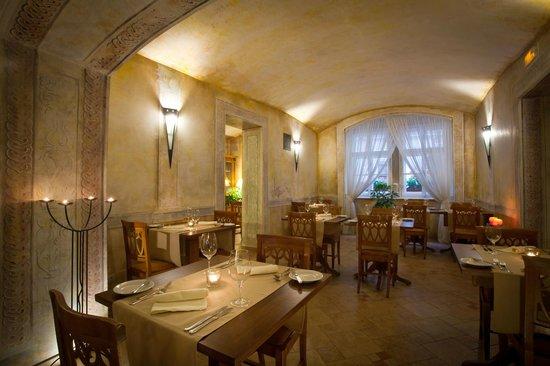 Hotel Leonardo Prague: Platina Restaurant & Garden