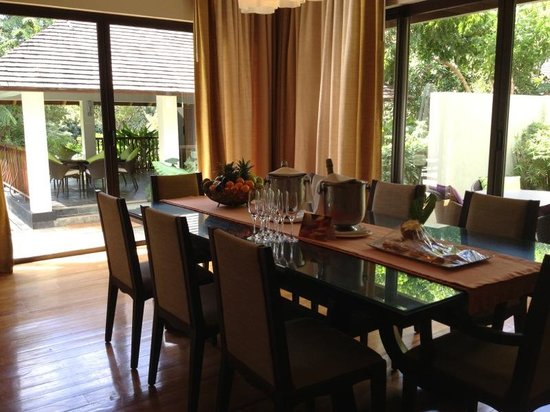Four Seasons Resort Mauritius at Anahita: dining of our villa