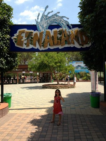 B&B 5 Sensi: Etnaland water park entrance, yay!