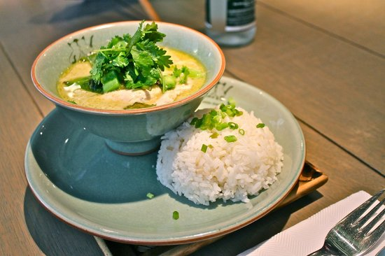 Les Petits Siamois : Green curry with chicken