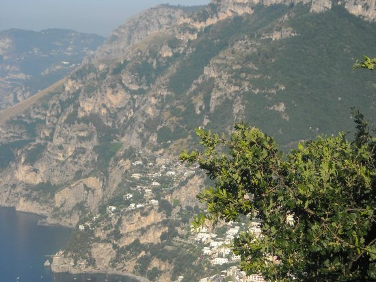 Villa la Quercia : positano from above