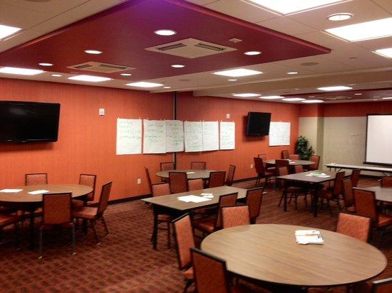 Hampton Inn & Suites Cincinnati/Uptown-University Area: Meeting Rooms also Available