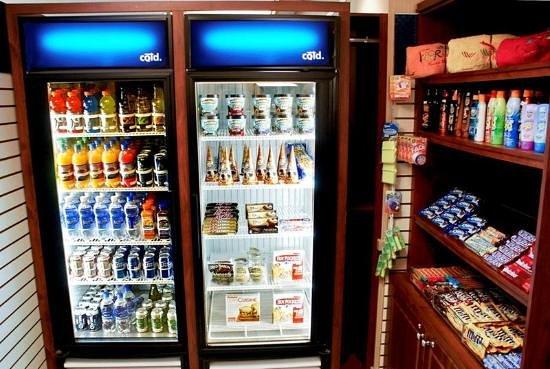 Hampton Inn & Suites Cincinnati/Uptown-University Area: 24 Hour Suite Shop
