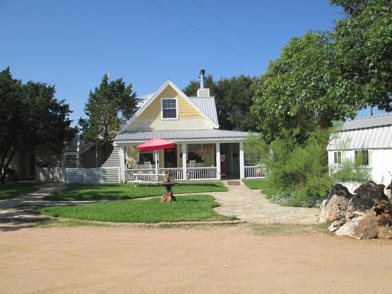 Serenity Farmhouse Inn: Check in Office