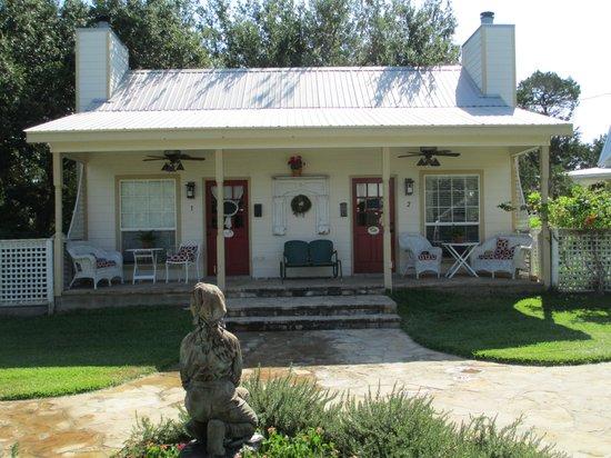 Serenity Farmhouse Inn: Cottage