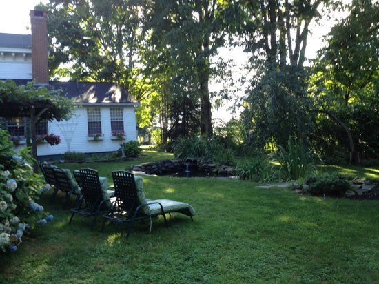The Tolland Inn: Lounge chairs