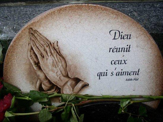 """Cimetière du Père-Lachaise : Edith Piaf """"Je ne regrette de rien!"""""""