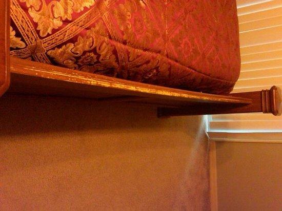Royal Palm Bay: Worn furniture