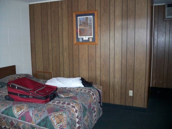 Indian Trail Motel: Queen sized bed