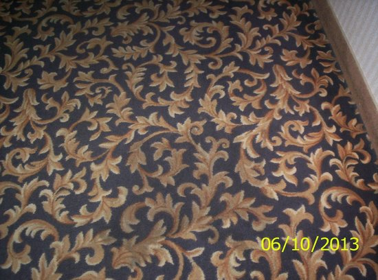 Best Western St. Catharines Hotel & Conference Centre: Stained Hallway Carpet