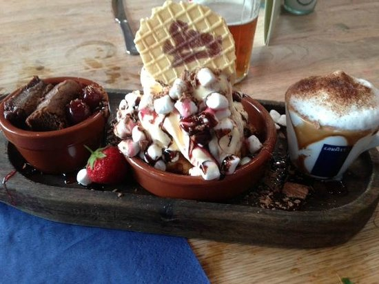 Sam's On The Beach: Trio of puddings