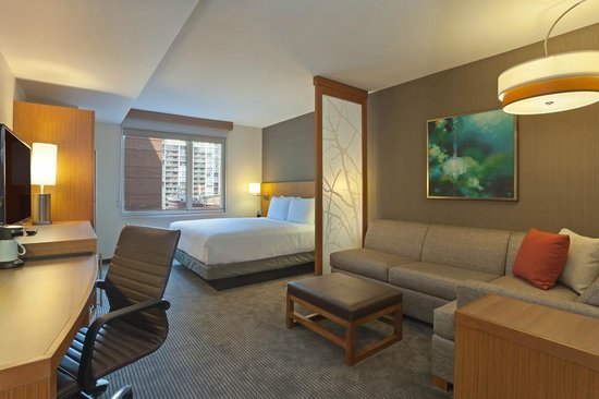 Hyatt Place Chicago / River North: King Guestroom