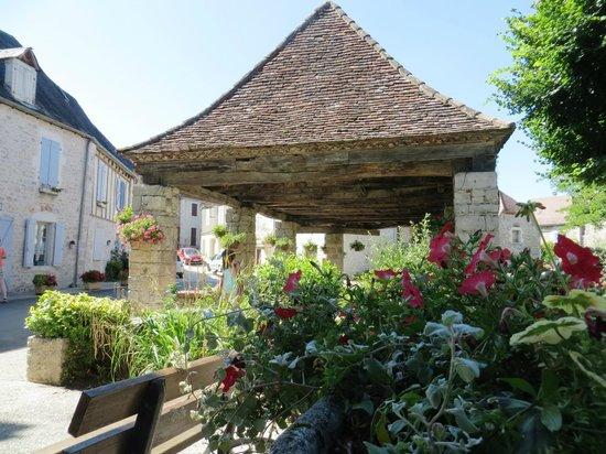 """Auberge de L'Ile : les """"halles"""" de Creysse"""