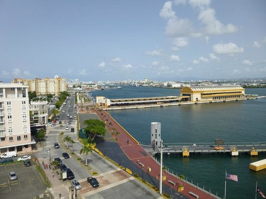 Sheraton Old San Juan Hotel: Pier view from rooftop pool area