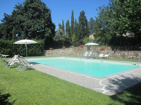 Piscina picture of agriturismo conca verde scandicci for Conca verde piscine