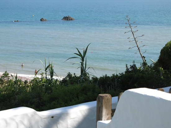 Villas Flamenco Beach : vistas desde el jardín de Villas Flamenco