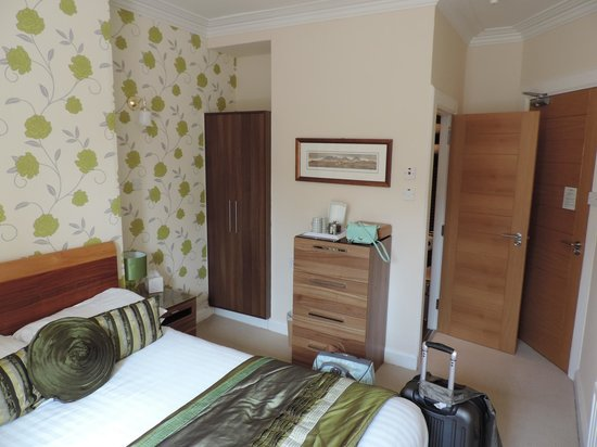 Annandale Guest House: Plenty of storage for clothes...