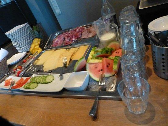 Van Heeckeren Hotel: petit déjeuner copieux et frais