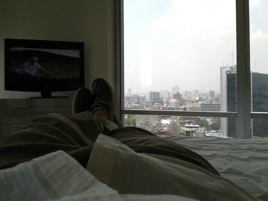 Plaza Suites Mexico City: Vista desde la cama