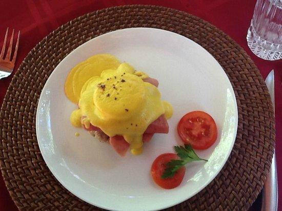 Casa Candiles Inn: Eggs Benedict