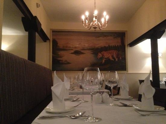 Voujon Indian Cuisine: the old shapla painting