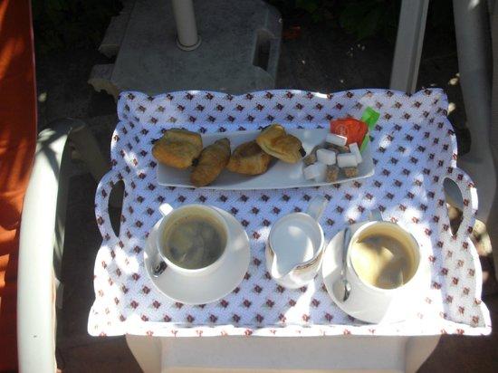 BEST WESTERN L'Orangerie: Late Breakfast!