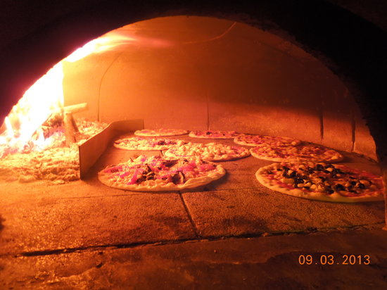 Zuane: Wood Fire Pizza Oven