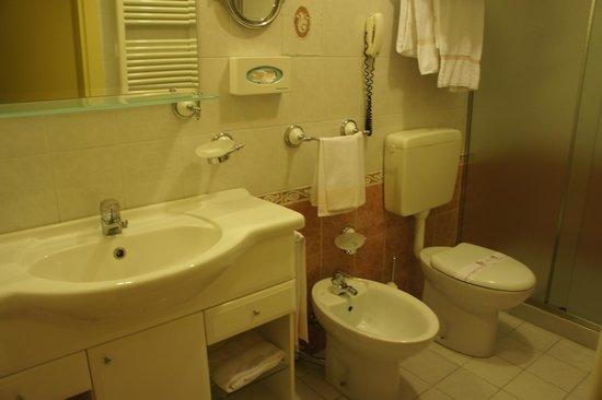 Hotel Malaspina: baño