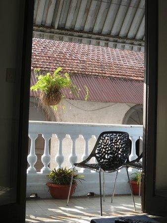 Magnolia Inn: Blick aus dem Gemeinschaftsraum auf den Balkon