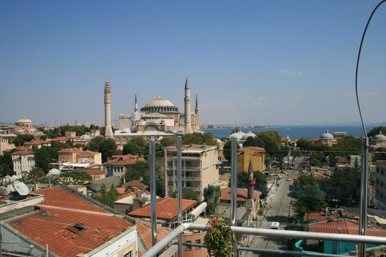 Adamar Hotel: View of the Hagia Sophia from the rooftop restaurant