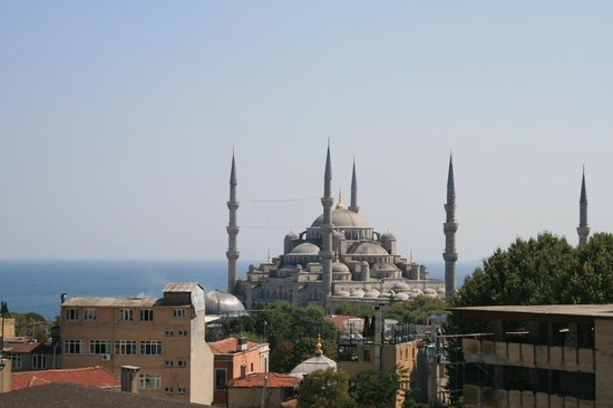 Adamar Hotel: View of the Blue Mosque from the rooftop restaurant