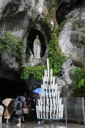 Grand Hotel D'angleterre : Grotto in Lourdes