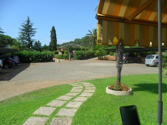 Residence Alithai : Parcheggio