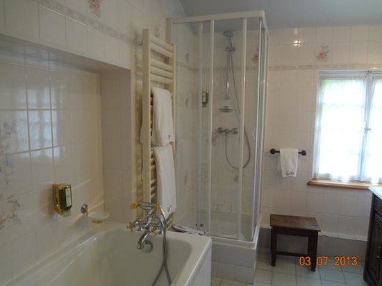 Hotel de Luxe le Cep : bathroom