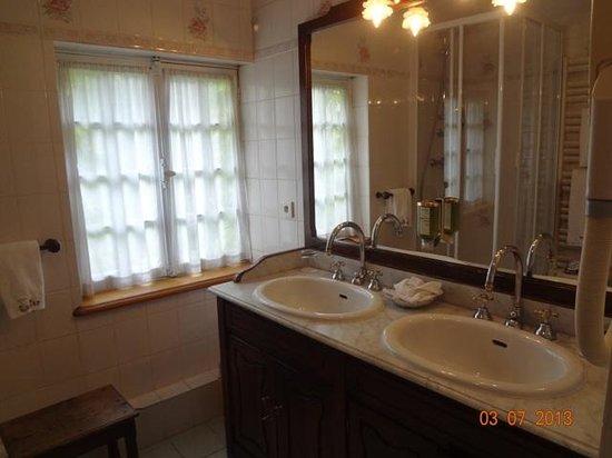 Hotel de Luxe le Cep : bathroom 2