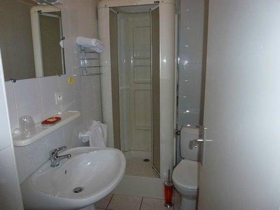 Le Neptune : Salle de bain et toilettes