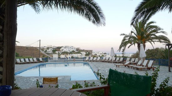 Albatross Hotel: The ambiance at the swimming pool is fantastic, especially at sunset, the ideal moment for a dri